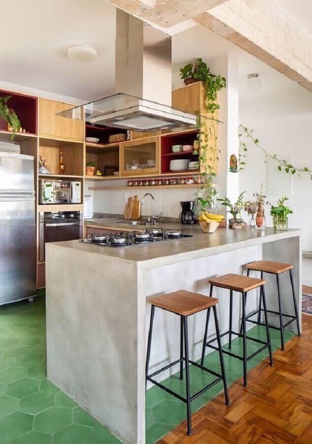 banqueta estilo industrial para decoração de cozinha estilo americana com bancada de concreto  Foto Histórias de Casa