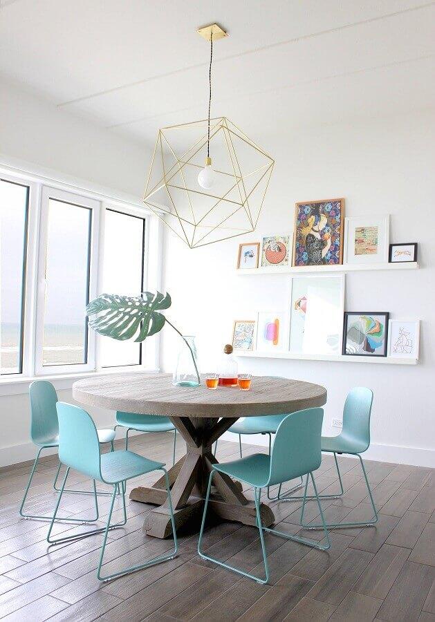 cadeira azul claro moderna para decoração de sala de jantar minimalista Foto Homedit