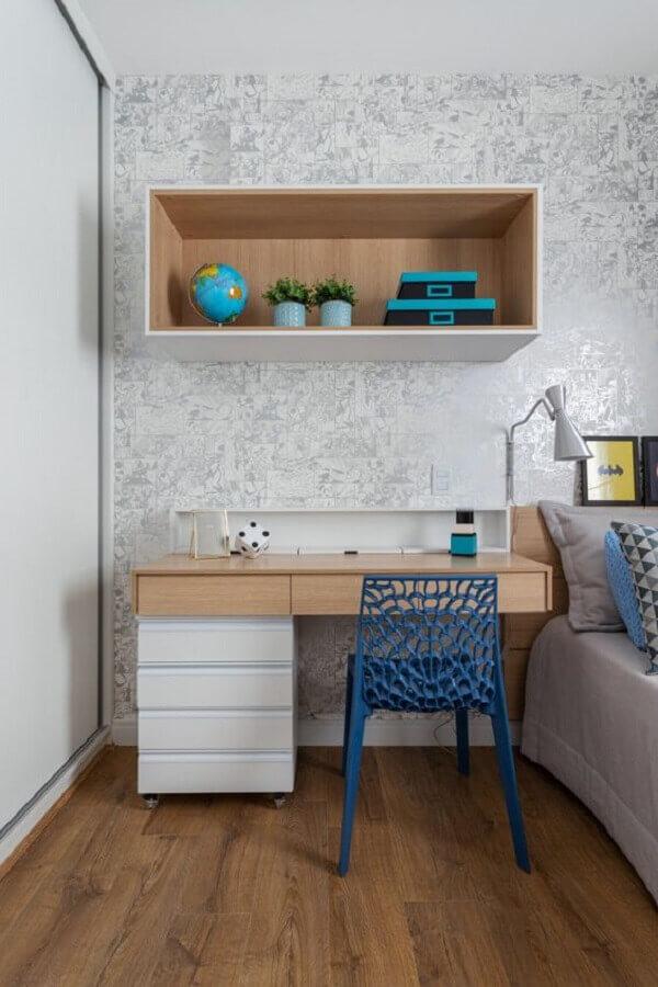 cadeira azul moderna para decoração de quarto com home office Foto Rúbia M. Vieira Interiores
