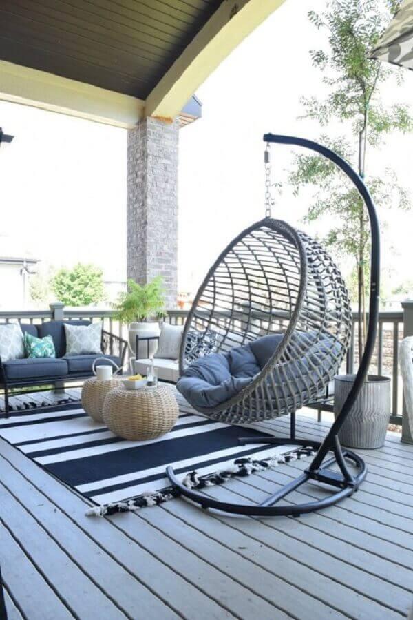 cadeira de balanço suspensa com suporte para decoração de varanda Foto Nesting with Grace