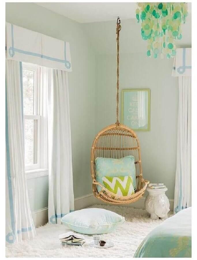 cadeira de balanço suspensa para decoração de quarto em cores claras Foto Home Fashion Trend