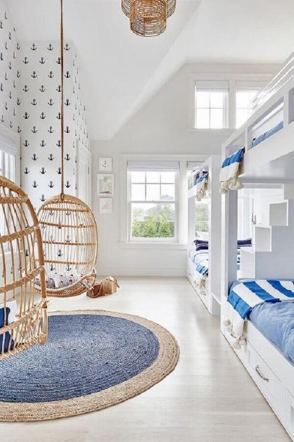 cadeira de balanço suspensa para decoração de quarto infantil branco e azul Foto Arquitrecos