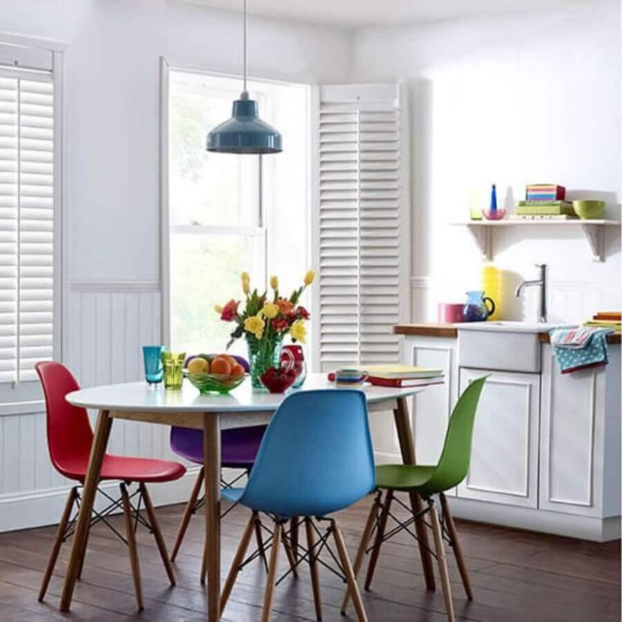 cadeira eames azul para decoração de sala de jantar simples Foto Pinterest