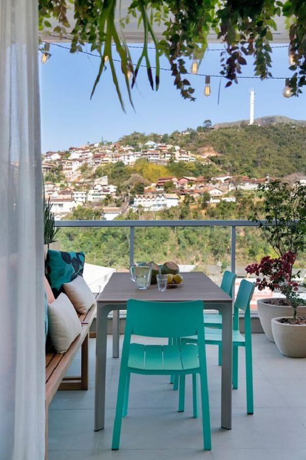 cadeira verde água para decoração de varanda Foto Casa de Valentina