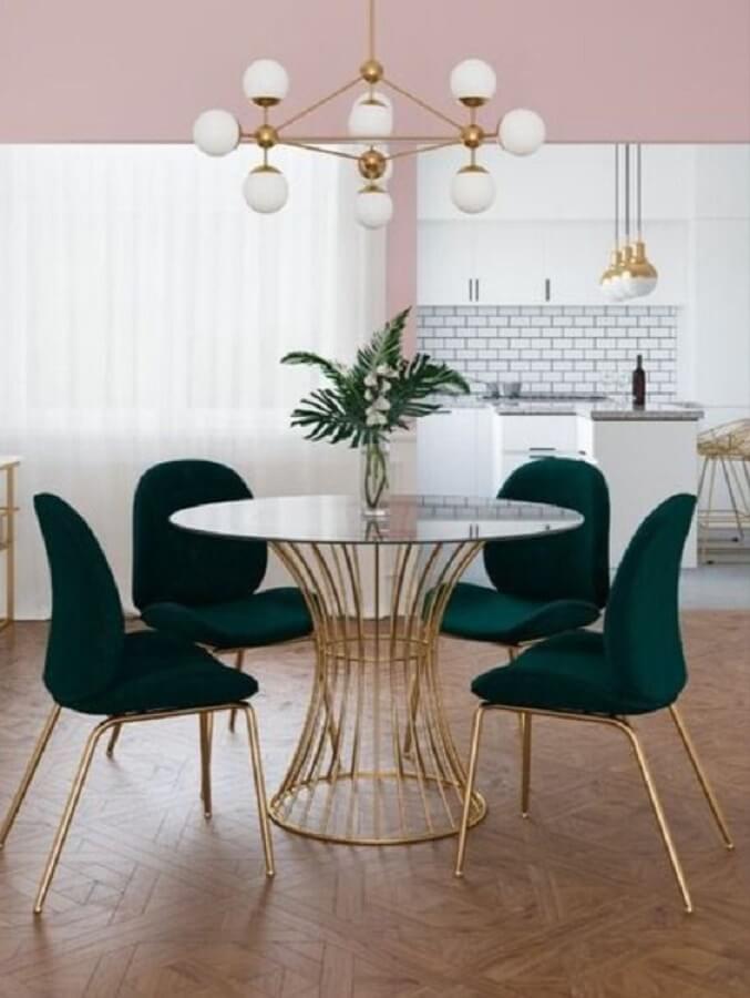 cadeira verde escuro para decoração de sala de jantar com mesa redonda de vidro Foto Eternity Modern