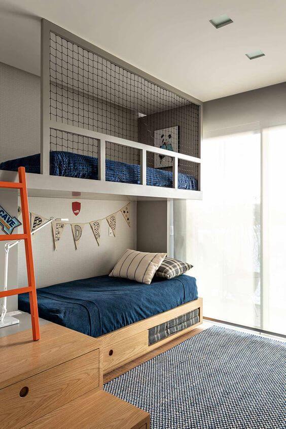 Cama beliche com gavetas embaixo feitos de madeira