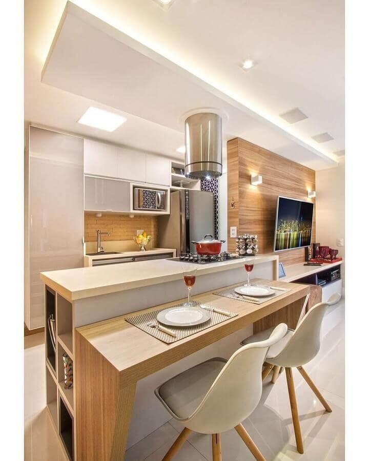 cinza claro para decoração de cozinha estilo americana pequena com bancada de madeira Foto Pinterest