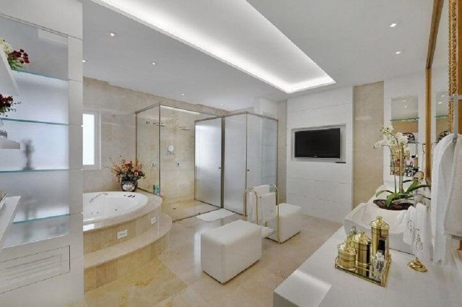 cores claras para banheiro grande decorado com banheira de hidromassagem Foto Bender Arquitetura