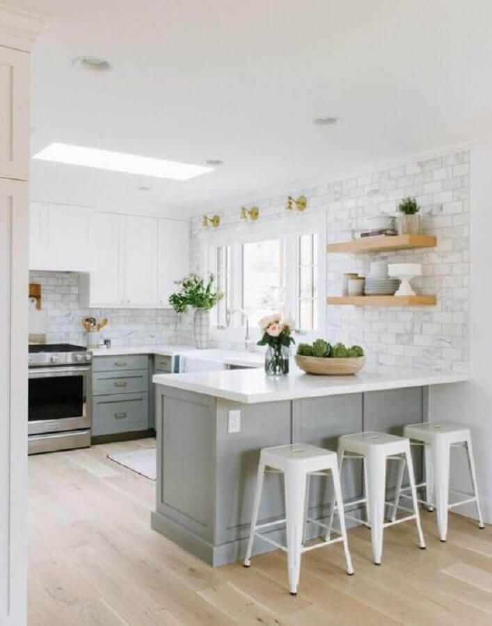 cores claras para decoração clássica de cozinha planejada estilo americana cinza e branca Foto Pinterest