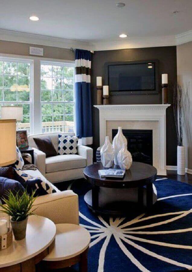 decoração azul e branco para sala com lareira clássica Foto Next Luxury