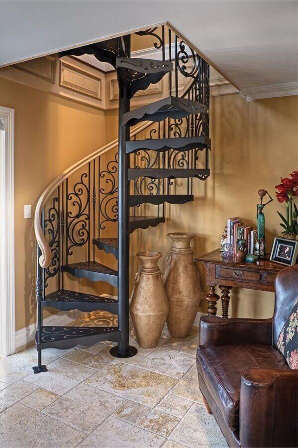 decoração clássica para casa com escada espiral de ferro Foto The Iron Shop