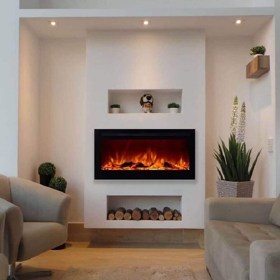 decoração clean para sala com lareira elétrica e vasos de plantas Foto Pinterest
