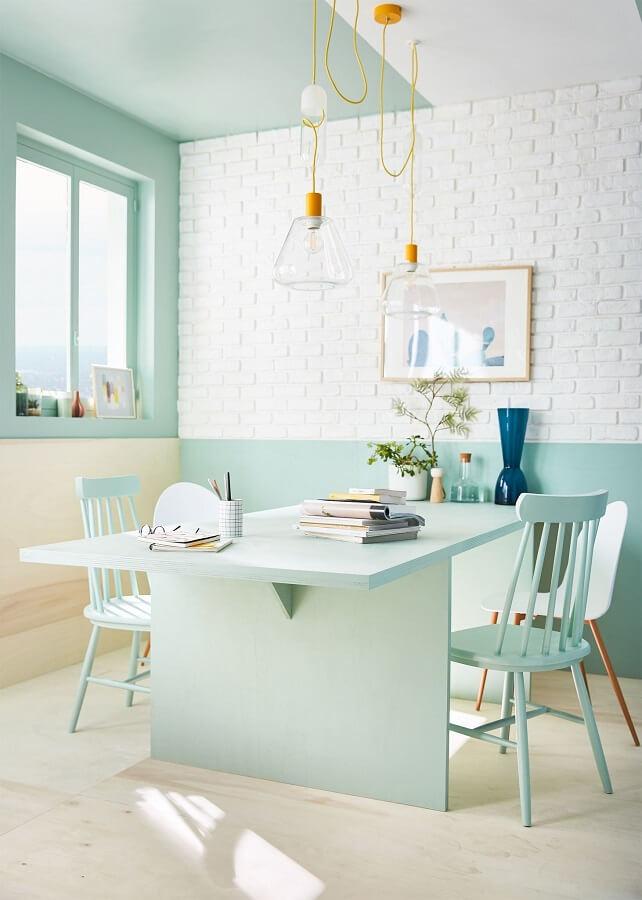 decoração clean para sala de jantar com cadeira verde menta Foto Pinterest