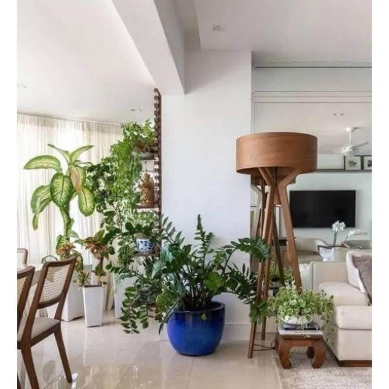 decoração com abajur de pé para sala de apartamento integrada com varanda Foto Pinterest