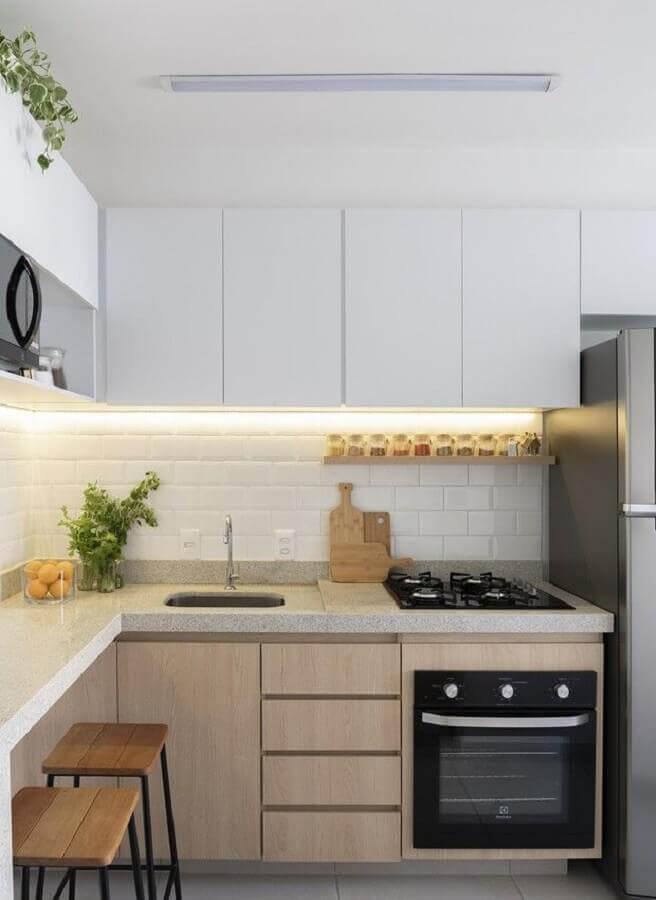 decoração com armário planejado para cozinha de canto Foto Apartment Therapy