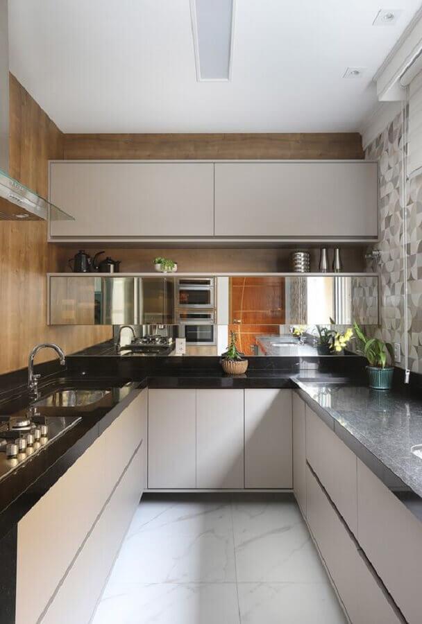 decoração com armário planejado para cozinha pequena em U Foto Casa de Valentina