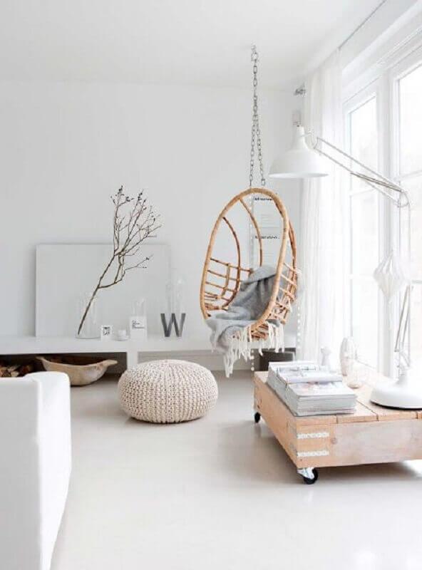 Decoração com cadeira de balanço suspensa para sala minimalista Foto Home Fashion Trend