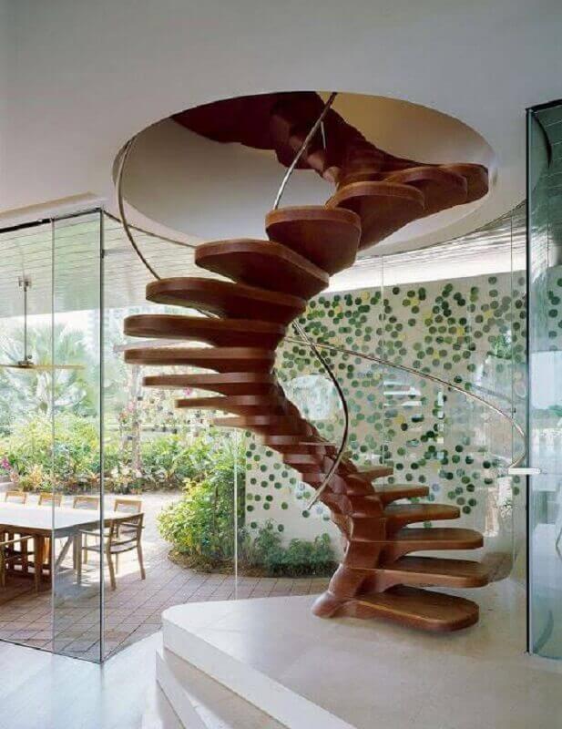 decoração de casa com escada espiral de madeira moderna Foto Behance