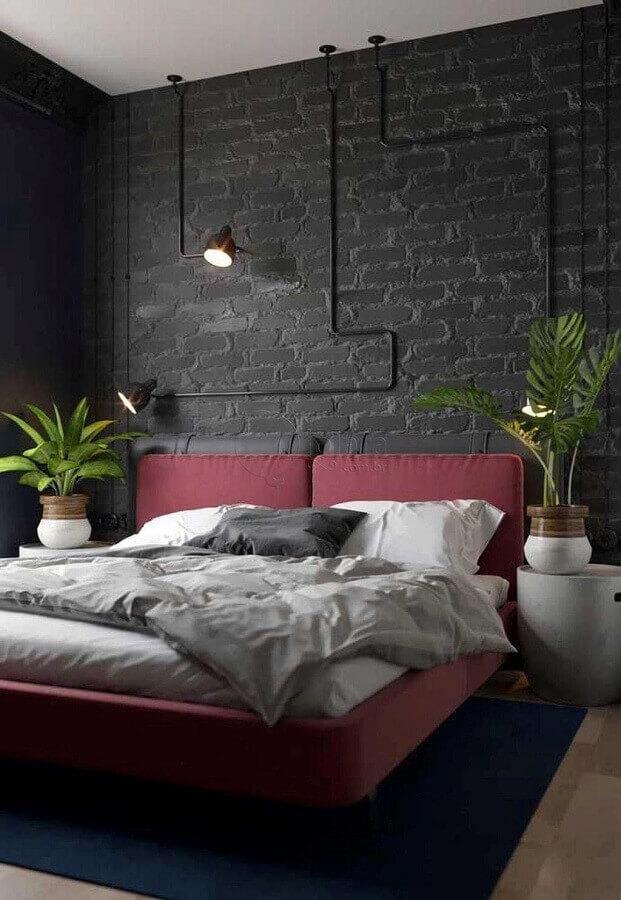 decoração de quarto industrial com parede de tijolinho preto Foto Wood Save