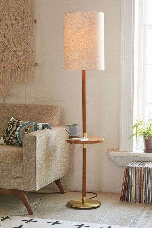 decoração de sala com abajur de pé com base de apoio Foto Jeito de Casa