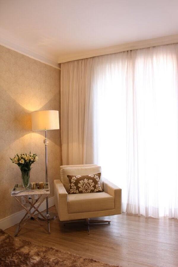 decoração em cores neutras com abajur de pé alto Foto Casa de Valentina