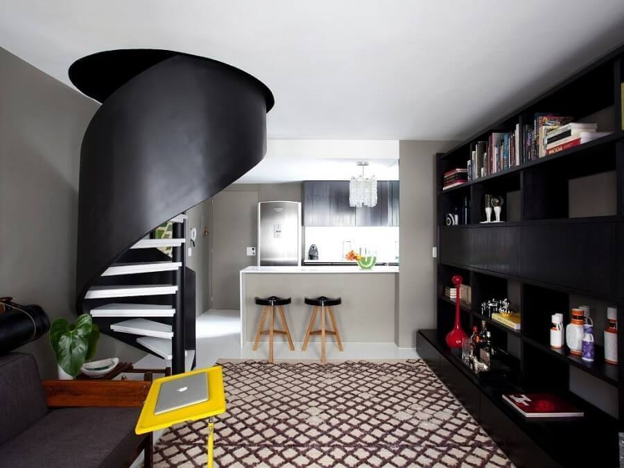 decoração em tons de cinza para casa com escada espiral Foto Casa de Valentina