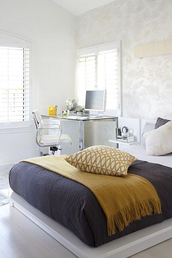 decoração minimalista para quarto de casal com escritório Foto Houzz