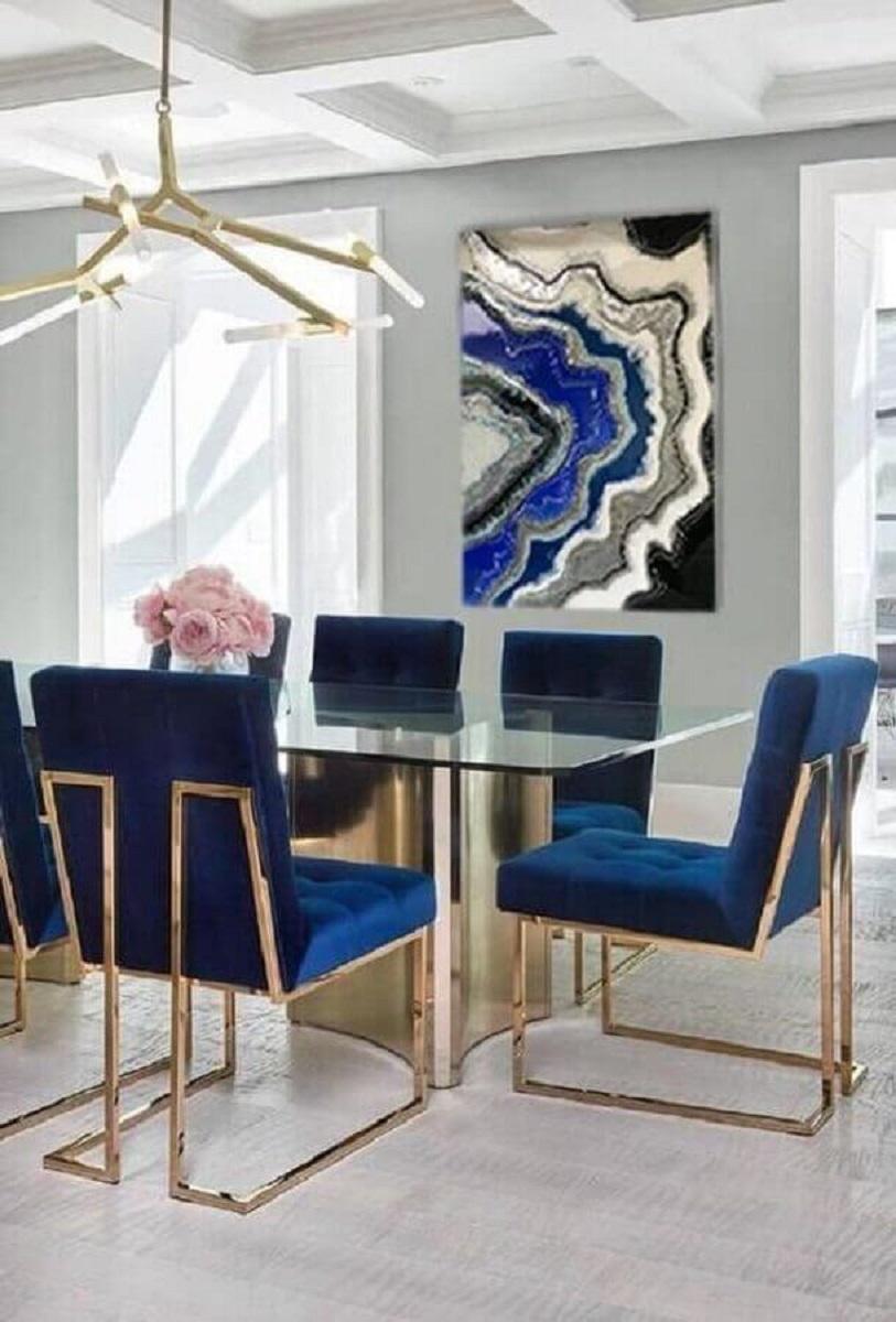 decoração moderna com cadeira azul marinho para sala de jantar sofisticada Foto Covet House
