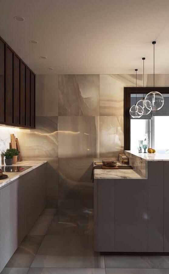 Decoração moderna em tons de cinza para cozinha estilo americana planejada com luminária de vidro Foto Apartment Therapy