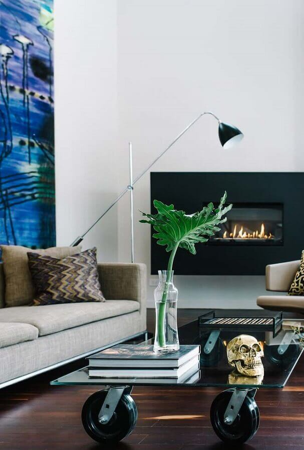 decoração moderna para sala com lareira elétrica e mesa de centro de vidro Foto Futurist Architecture