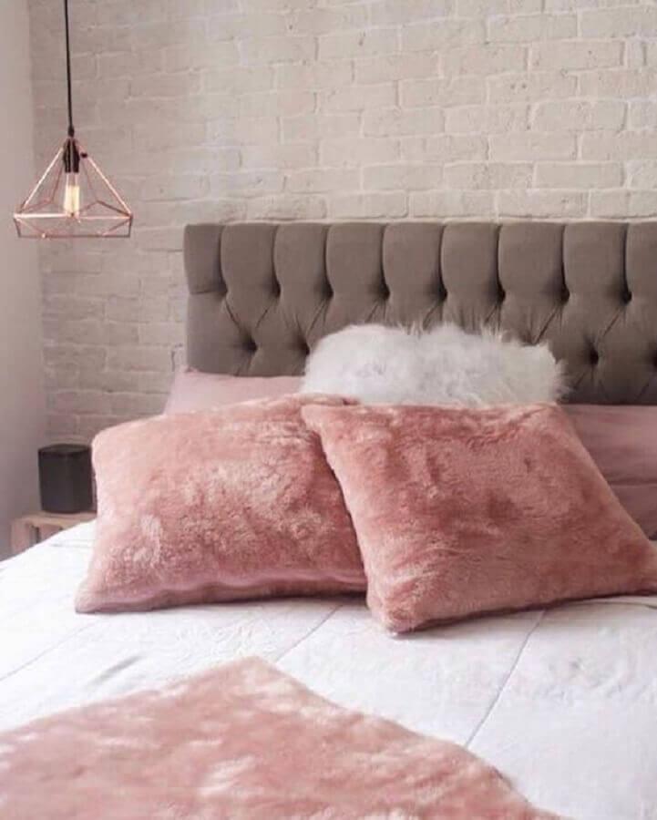 decoração rosa chá para quarto de casal com cabeceira estofada cinza Foto Pinterest