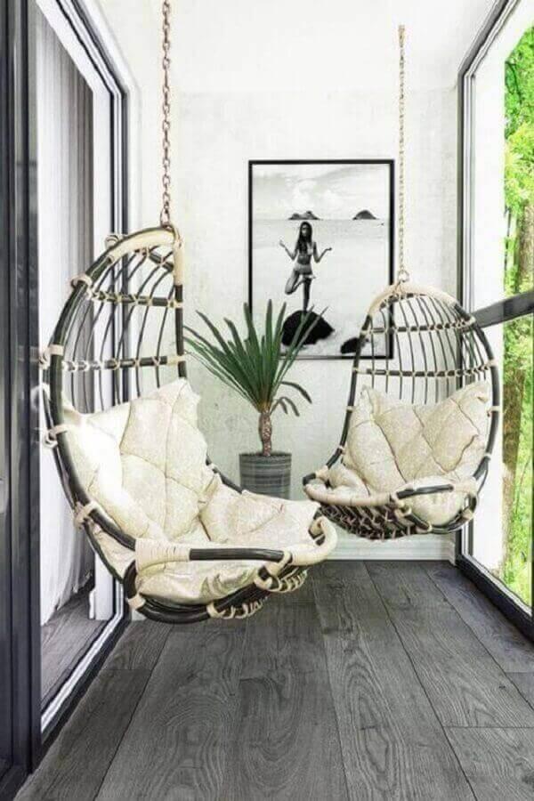 Decoração simples com cadeira de balanço suspensa para varanda pequena Foto Pinterest