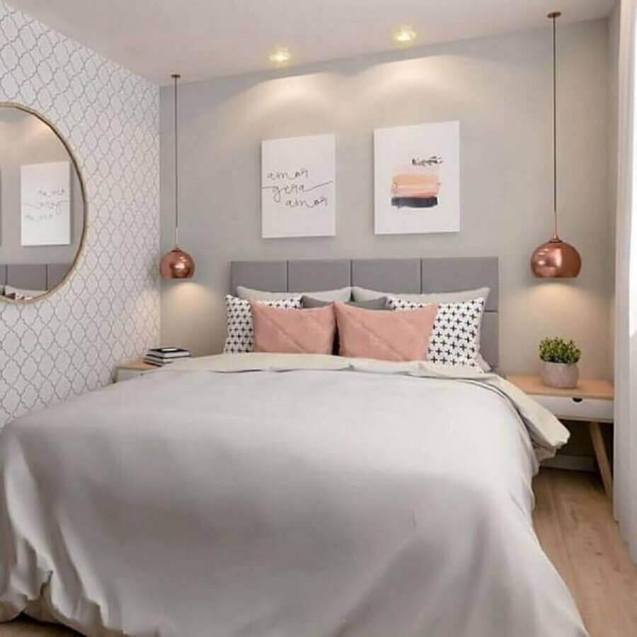 dicas de decoração para quarto de casal cinza e rosa com luminária pendente rose gold Foto MdeMulher