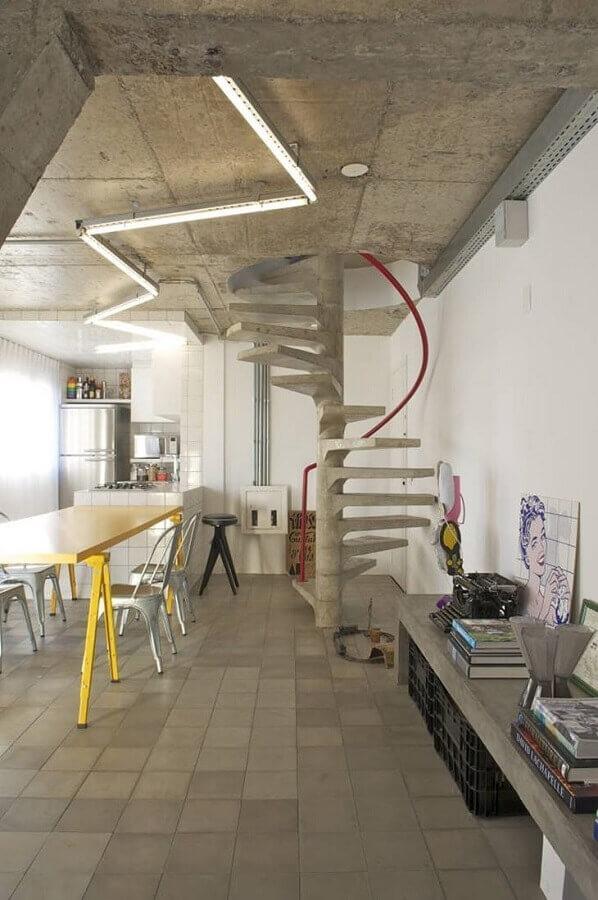 escada espiral de concreto para decoração de casa com estilo industrial Foto Pinterest