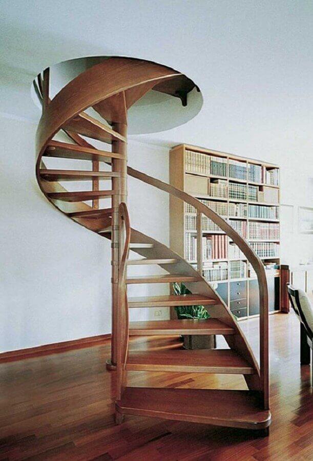 escada espiral de madeira para decoração de casa clean Foto Pinterest