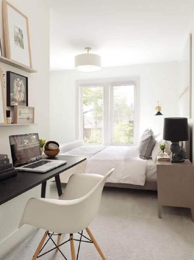 escrivaninha preta para decoração de quarto de casal com escritório Foto Pinterest