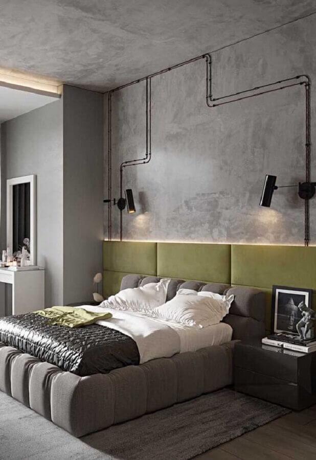estilo industrial para quarto moderno decorado com cabeceira verde e parede de cimento queimado Foto Futurist Architecture