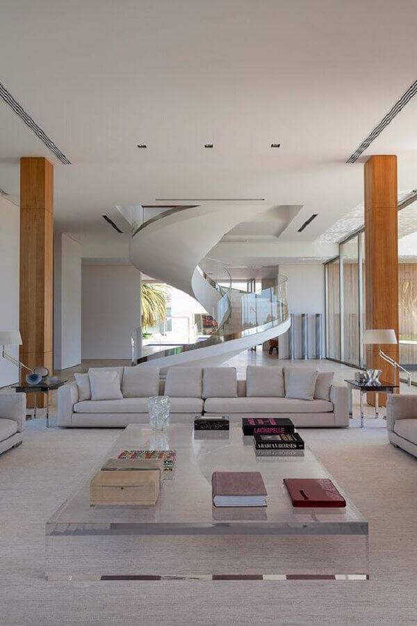 guarda corpo de vidro para escada espiral moderna para decoração de casa grande toda branca Foto Jeito de Casa