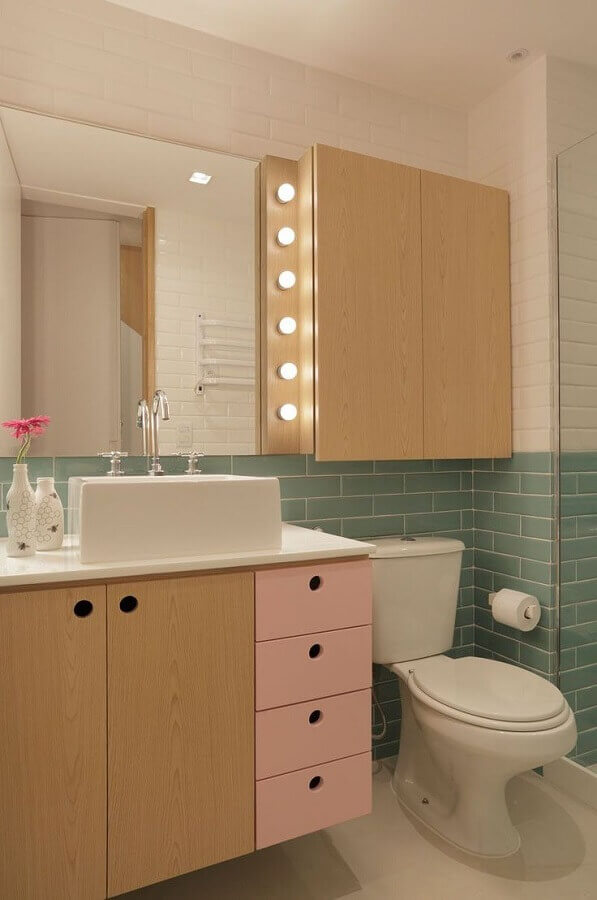 ideias de armário para banheiro decorado em cores pastéis Foto Pinterest