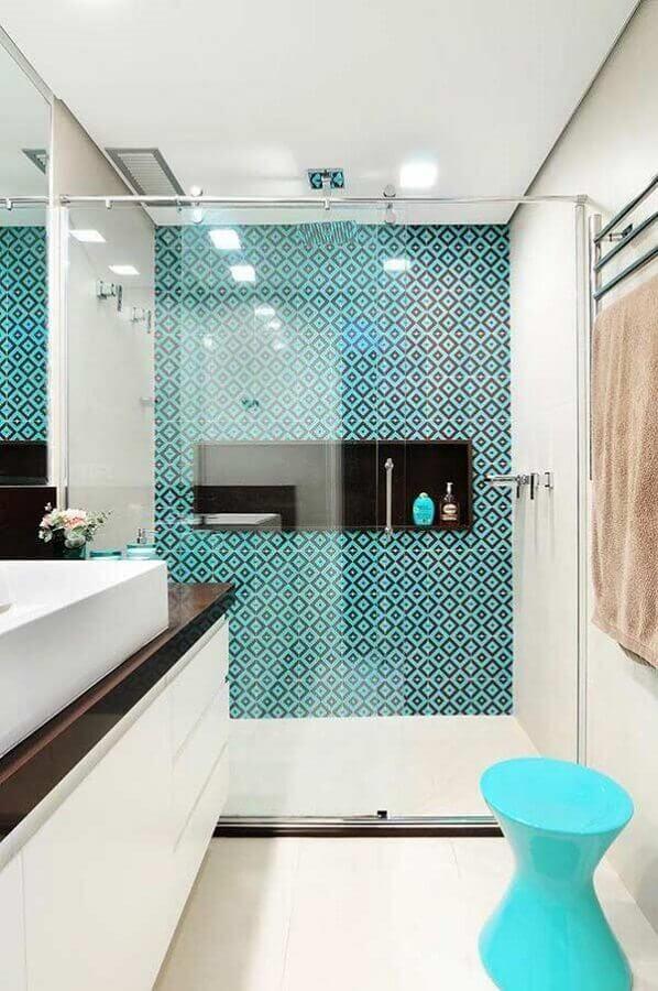 ideias de revestimento para banheiro branco e azul com decoração clean Foto Pinterest