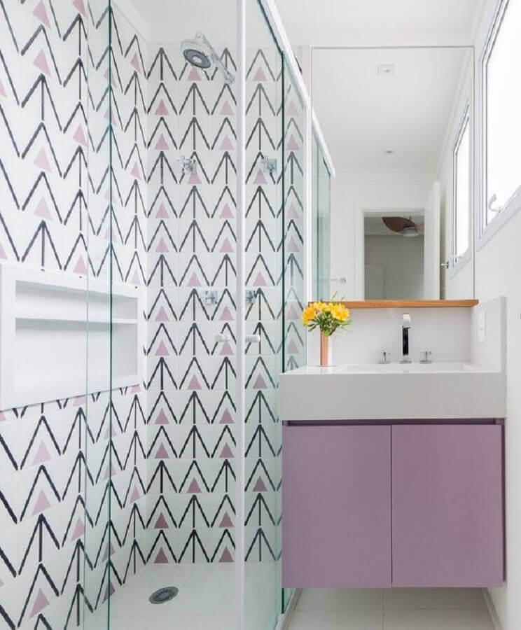 ideias de revestimento para banheiro pequeno branco e lilás Foto Pinterest