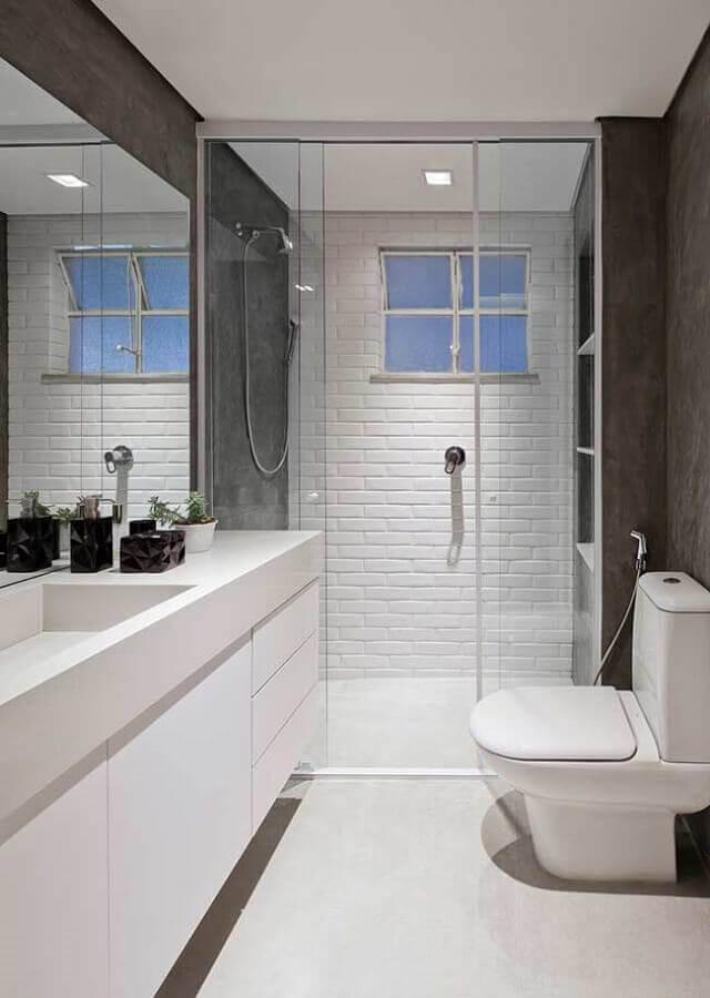 ideias para banheiro pequeno decorado com parede de tijolinho branco Foto Casa de Valentina