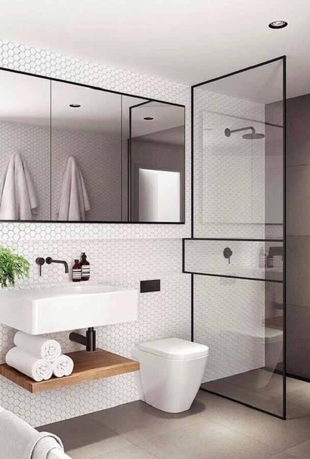ideias para decorar banheiro branco minimalista com revestimento hexagonal Foto Architecture Art Designs