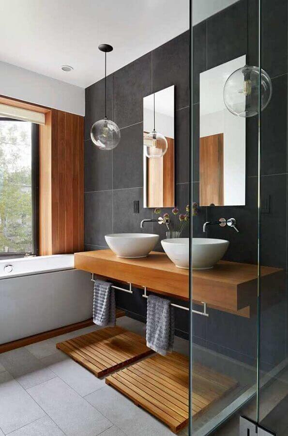 ideias para decorar banheiro com banheira e bancada de madeira Foto Pinterest