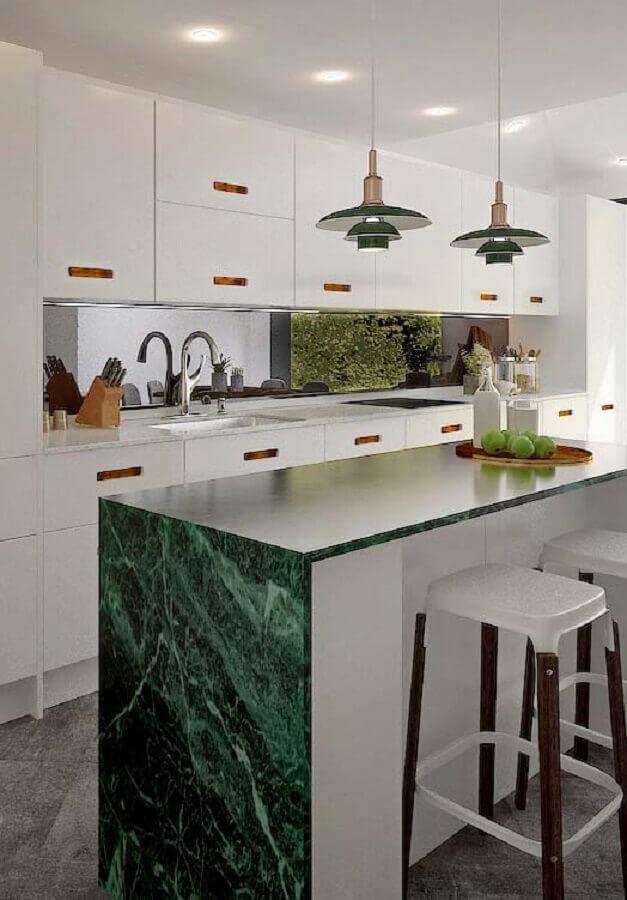 Mármore verde de pedra para bancada de cozinha com ilha planejada