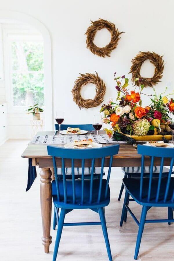 mesa com cadeiras azul para decoração de sala de jantar branca Foto Pinterest