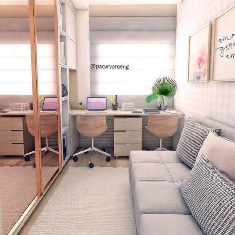 Home office na sala planejada