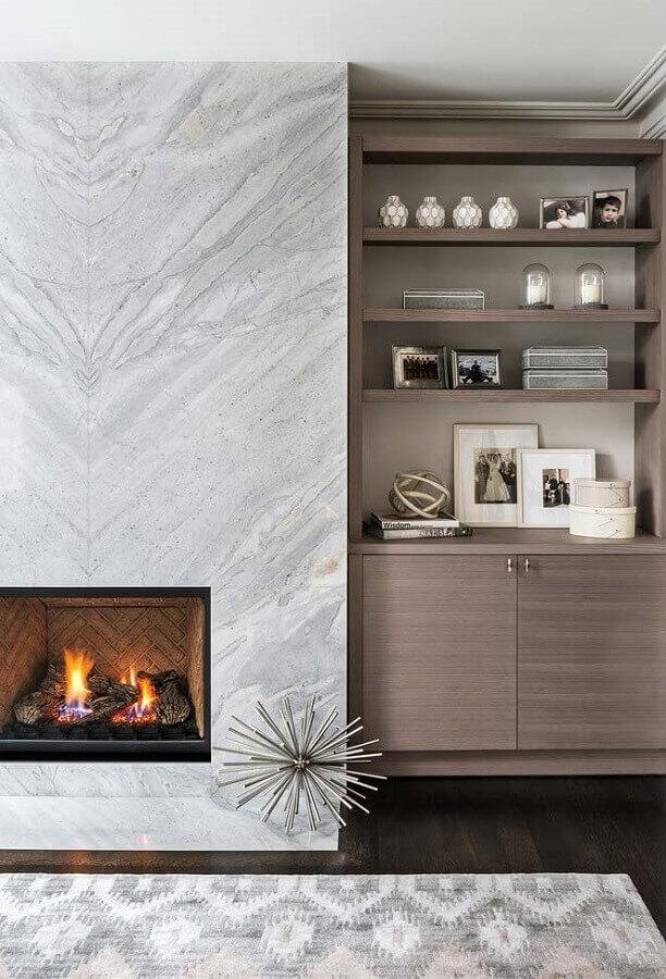 revestimento de mármore para decoração sofisticada de sala com lareira Foto Jeito de Casa