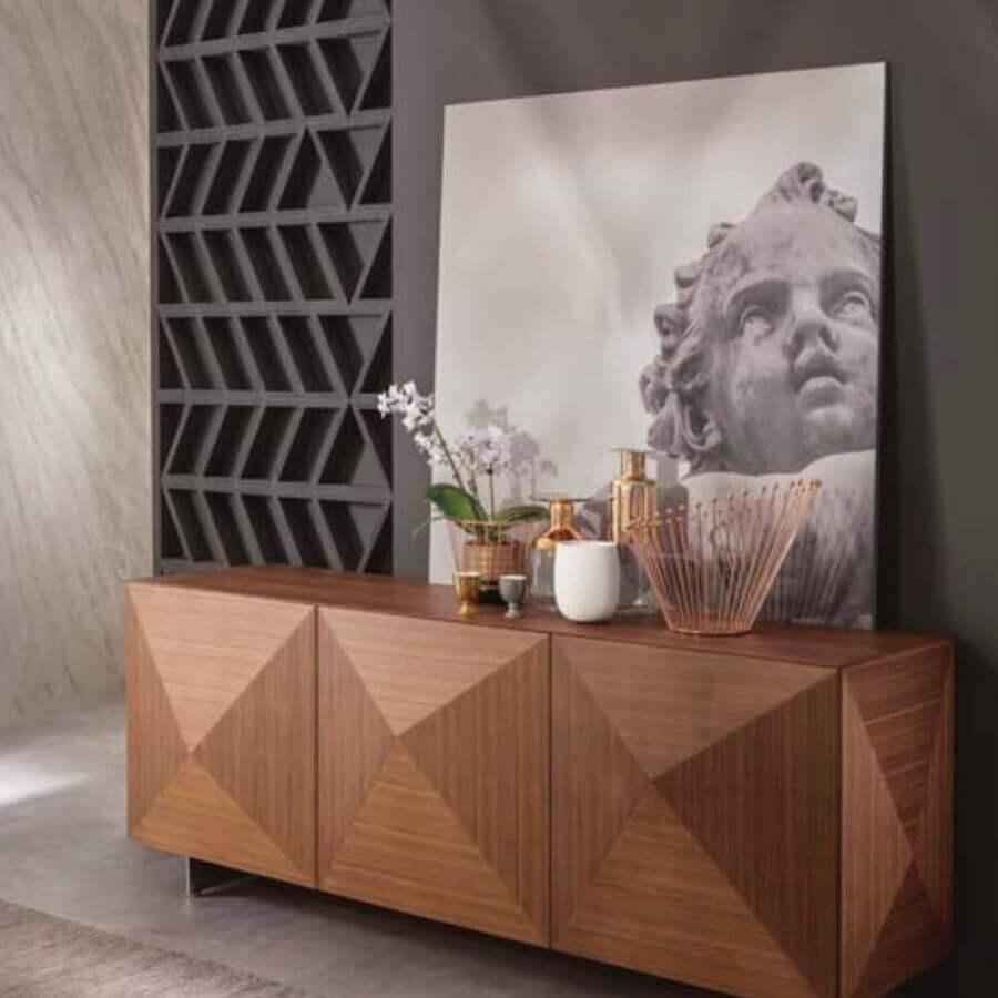 sala cinza moderna decorada com buffet de madeira Foto Dolve Vita