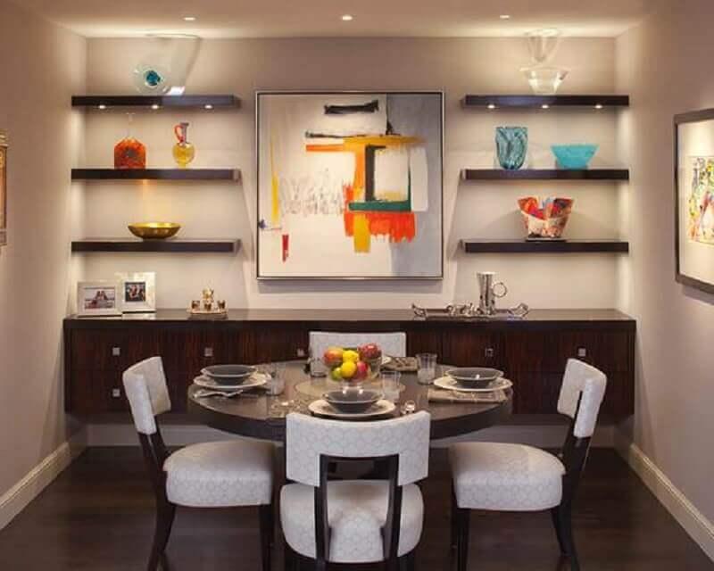 sala de jantar decorada com mesa redonda e buffet de madeira escura Foto Architecture Art Designs
